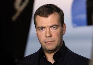 Медведев выступил с обращением к полякам и объявил в России траур