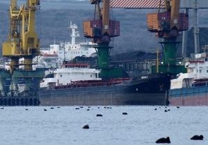 Молдавское судно переломило и выбросило на пляж в Сочи