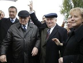 Меркель поблагодарила Горбачева за падение Берлинской стены