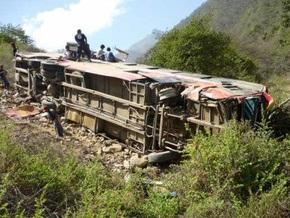 В Перу автобус упал в пропасть: погибли 17 человек