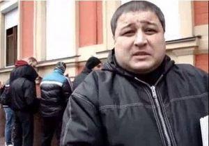 В Киеве группа праворадикалов помочилась на здание офиса КПУ
