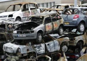 В новогоднюю ночь во Франции сожгли более тысячи машин