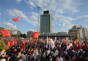 Беспорядки в Турции: тысячи демонстрантов собрались на площади Таксим