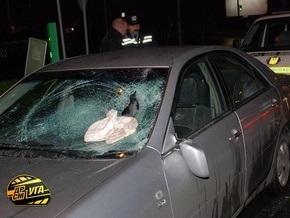 В центре Киева водитель иномарки сбил инспектора ГАИ