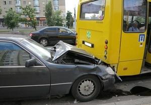 новости Киева - ДТП - В Киеве нетрезвый водитель протаранил маршрутку, пострадали дети