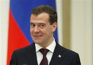 Будет Новый год! Медведев доволен своей жизнью и не верит в конец света