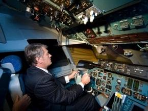 Самолет с Ющенко на борту не смог долететь до Ужгорода