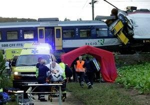 На месте столкновения двух поездов в Швейцарии нашли тело машиниста