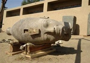 В Египте обнаружили гигантскую гранитную голову фараона Аменхотепа