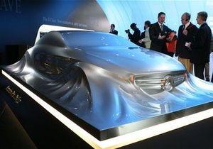 Mercedes-Benz привез в Детройт скульптуру автомобиля