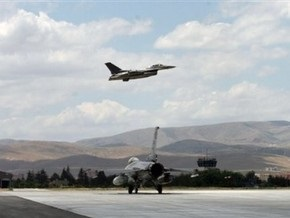 В США пилот истребителя во время аварийной посадки сбросил две бомбы на собственную авиабазу