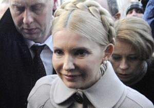 Тимошенко попросит следователя разрешить ей выехать из Украины
