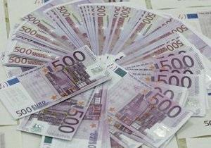Евро на межбанке незначительно растет
