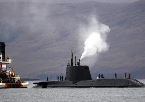 Снятая с мели британская субмарина возвращается на базу