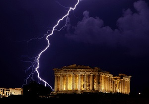 Еврозона может снизить давление на Грецию по части бюджетной экономии