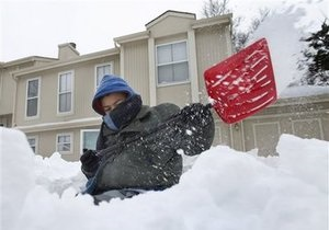 Снегопады в Великобритании: британцы активно скупают соль, лопаты и резиновые сапоги