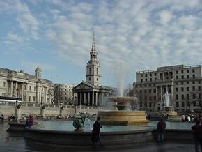 Бывшие карманники решили исправиться, подбрасывая в сумки лондонцев и туристов деньги