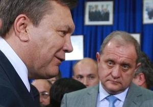 Луценко: Могилев наградил Януковича позолоченным пистолетом из слоновой кости