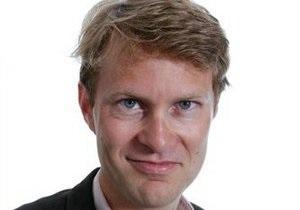 Посольство России выдало визу журналисту The Guardian Люку Хардингу