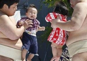 В Японии прошел фестиваль плачущих детей, в котором участвуют борцы сумо