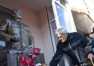 Памятник Сталину причинил жителю Запорожья моральные страдания. Он обратился в суд