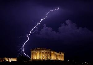 Комментарий: Греции списали часть долгов, но трудности - впереди