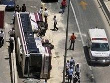 В Израиле бульдозер снова наехал на автобус и автомобили