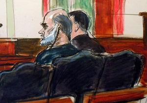 Зять бин Ладена не признает вины в суде в США
