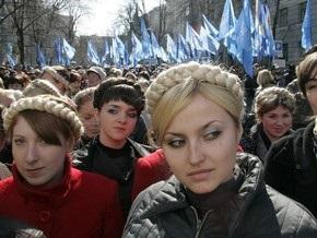 Тимошенко: Партия регионов помогает людям во время кризиса