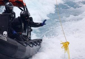 В Японском море тонет теплоход с российским экипажем