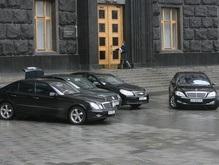 Корреспондент выяснил, на каких авто ездят народные избранники