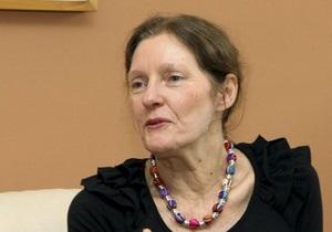 Австралийский радиоведущий поприветствовал мать Ассанжа криками  Хайль Гитлер!