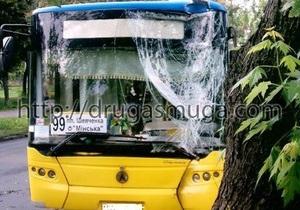 В Киеве у водителя пассажирского автобуса во время рейса случился инсульт