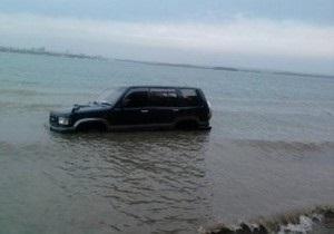 В Крыму автомобиль скатился с горы на пляж и травмировал киевлянку