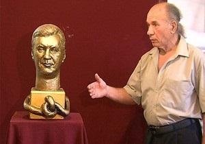 Луганский скульптор презентовал бюст Януковича