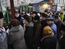 Тимошенко: Очереди в Ощадбанках - результат недоверия граждан власти