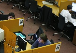 Украинские фондовые биржи закрылись обвалом индексов