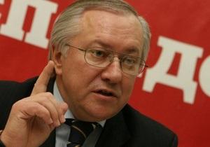 Тарасюк называет возрождение коммунистических символов ошибкой