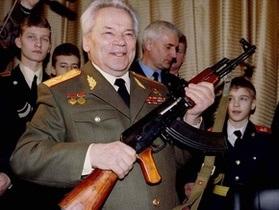 Михаил Калашников, к 93-му дню рождения, получил в подарок лифт в подъезде