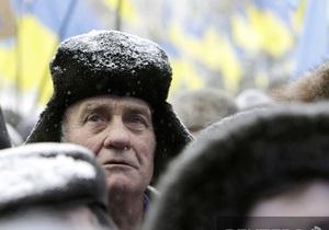 Украинцы считают, что ситуация в стране сложная, но жить можно