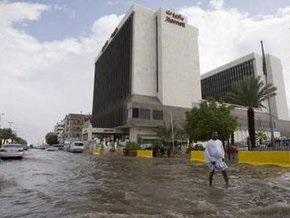 Число жертв проливных дождей в Саудовской Аравии достигло 77 человек