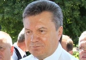 Сегодня: Янукович в Крыму ловит рыбу и плавает в море
