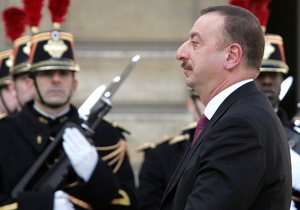 В Азербайджане сценарист Утомленных солнцем выбыл из президентской гонки