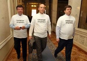 Оппозиция покинула парламент в знак протеста против содержания Луценко под стражей
