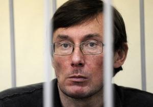 Луценко требует специализированного обследования