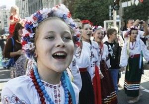 Опрос: Каждый второй украинец общается дома на украинском языке