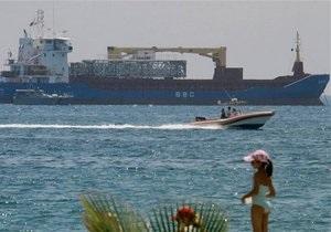 Власти Кипра задержали судно со взрывчаткой и танками на борту