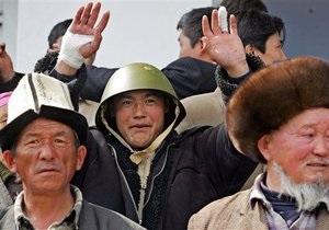 СМИ: В Кыргызстане сторонники оппозиции захватили здание обладминистрации и взяли в заложники губернатора
