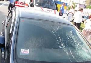 В Киеве водитель Honda сбила мать с ребенком на пешеходном переходе