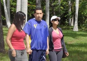 В интернете появились новые фото Уго Чавеса, проходящего реабилитацию на Кубе